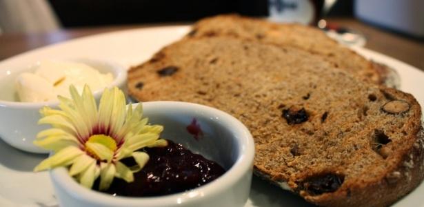 Pão Artesanal feito com grãos integrais da PAO é um dos itens para um café da manhã perfeito