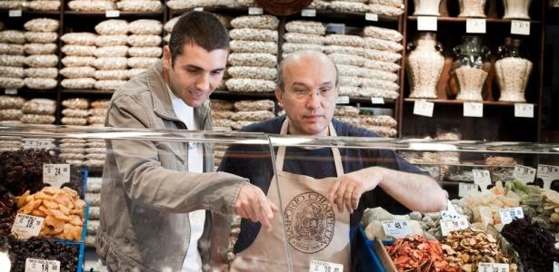 Fabio Andrade, chef do Arola Vintetres, no Mercado Municipal, onde costuma fazer compras