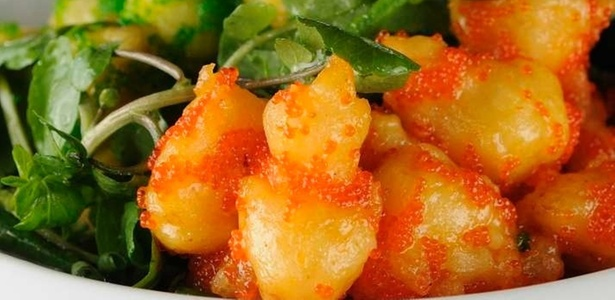 Rock Tempurá: pedaços de camarões empanados servidos com ovas e wasabi do Back Gastrobar