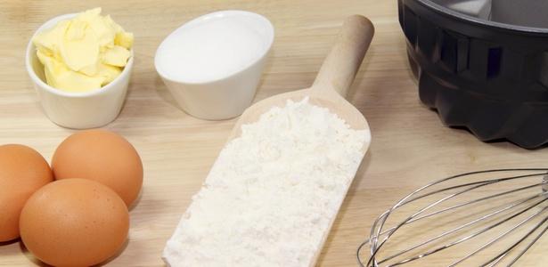 Ovos, farinha, leite e açúcar: ingredientes básicos para preparar um bolo devem ser de qualidade