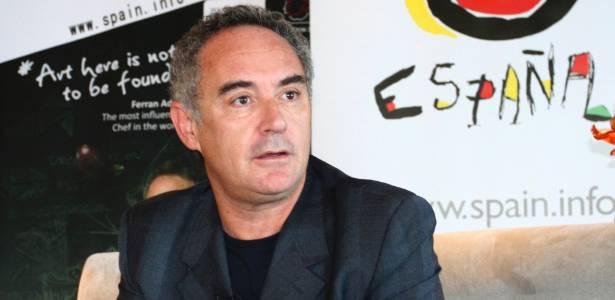 O chef Ferran Adrià durante entrevista em Hong Kong - Leo Wu/Reuters