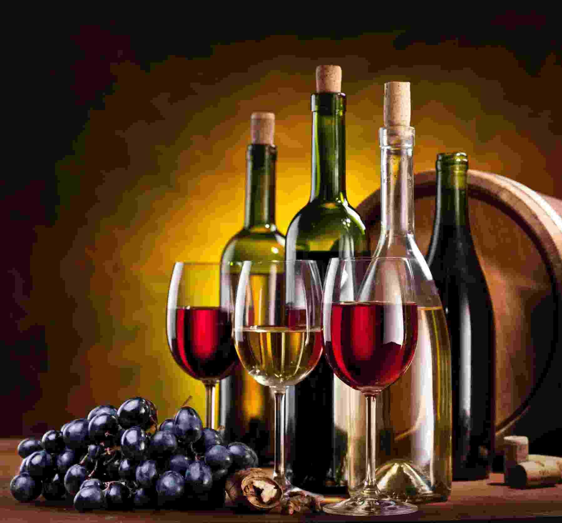 Vinho, garrafa, taça - Thinkstock