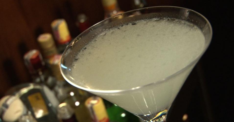 White Lady, drinque à base de gim, curaçao e limão