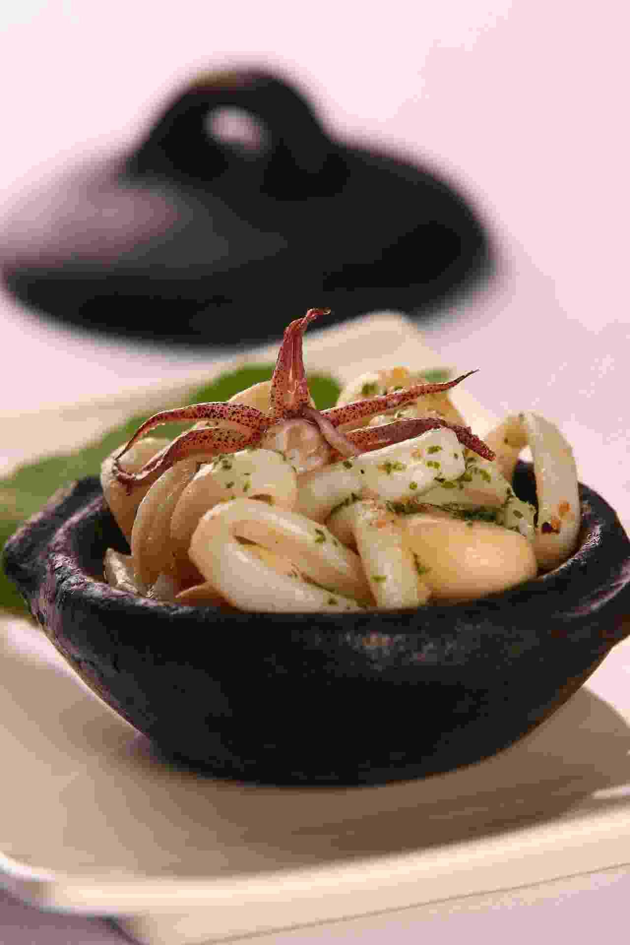 Panelinha de Lulas e Cogumelos Paris da chef Bella Masano, do restaurante de frutos do mar Amadeus - Divulgação/Gastrolândia