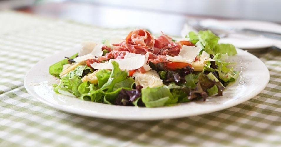 Salada de Alcachofra com Presunto Cru